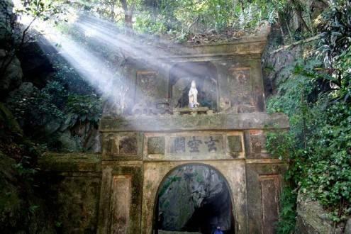Que ver en Vietnam - Danang Puerta montañas
