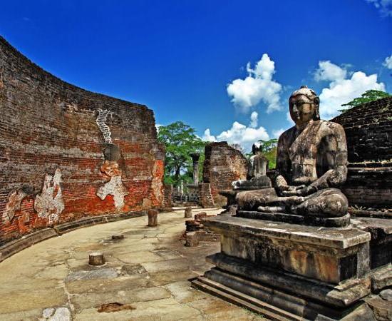 Sri Lanka - Polonnaruwa- Buda rezando