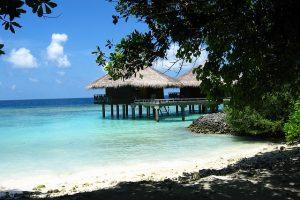 Solo en las islas Maldivas puedes dormir bajo el mar